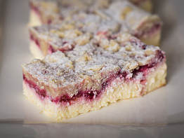 Raspberry Crumble Cheese Square